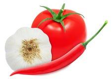 Peperoncini rossi caldi, testa di aglio e pomodoro rosso Fotografie Stock Libere da Diritti