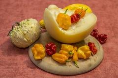 Peperoncini rossi e formaggio Fotografia Stock