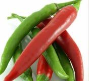 Peperoncini rossi rossi e verdi caldi Immagini Stock Libere da Diritti