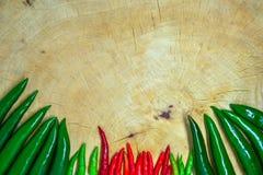 Peperoncini rossi rossi e verdi freschi Fotografia Stock