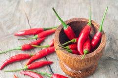Peperoncini rossi rossi per alimento tailandese su tacble di legno Immagine Stock Libera da Diritti