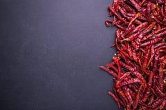 Peperoncini rossi roventi asciutti di vista superiore Immagini Stock