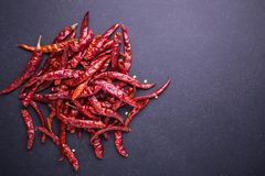 Peperoncini rossi roventi asciutti di vista superiore Fotografia Stock Libera da Diritti