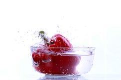 Peperone dolce fresco isolato su fondo bianco su un bianco Fotografie Stock Libere da Diritti