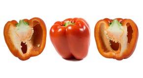 Peperone dolce maturo di un colore rosso su un fondo bianco nel taglio immagine stock libera da diritti