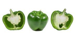 Peperone dolce maturo di un colore verde su un fondo bianco nel taglio immagine stock