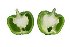 Peperone dolce maturo di un colore verde su un fondo bianco nel taglio fotografie stock libere da diritti