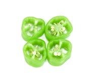 Peperone verde affettato isolato su bianco, fetta dei peperoncini rossi Fotografie Stock