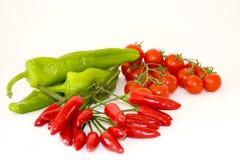 Peperone verde, peperoncino rosso rosso e pomodoro Immagini Stock