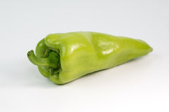 Peperone verde su un fondo bianco Fotografie Stock