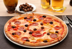 Peperoni πίτσα τυριών Στοκ Εικόνα