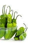 Peperoni del Jalapeno in ciotola Immagine Stock