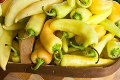 Peperoni della banana dei prodotti freschi immagine stock libera da diritti