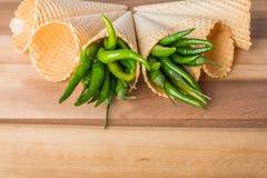 Peperoni di peperoncino rosso caldo verdi Fotografia Stock