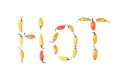 Peperoni di peperoncino rosso che spiegano la parola H O T Fotografie Stock Libere da Diritti