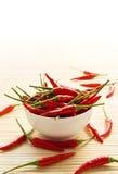 Peperoni di peperoncino rosso in ciotola Immagini Stock Libere da Diritti