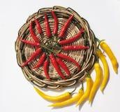 Peperoni di peperoncino rosso rossi e gialli Immagini Stock Libere da Diritti
