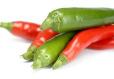 Peperoni di peperoncino rosso rossi e verdi Immagini Stock