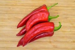 Peperoni di peperoncino rosso roventi E immagini stock