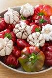 Peperoni dolci ed aglio rossi dolci freschi Fotografia Stock