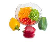 Peperoni dolci gialli, rossi e verdi tagliati ed interi peperoni Immagine Stock Libera da Diritti