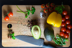 Peperoni e pomodori dell'avocado Immagini Stock