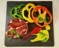 Peperoni e prosciutto Fotografie Stock