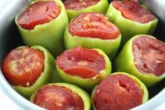 Peperoni farciti in pentola della salsa Immagine Stock