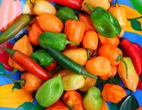 Peperoni messicani caldi di Serrano del Habanero del peperoncino rosso Fotografia Stock Libera da Diritti