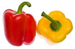 Peperoni rossi & gialli freschi isolati Immagine Stock Libera da Diritti