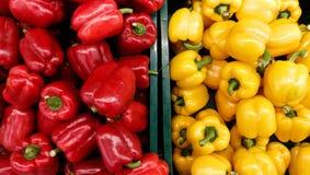 Peperoni rossi e gialli Immagini Stock