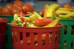 Peperoni in un cestino Fotografie Stock