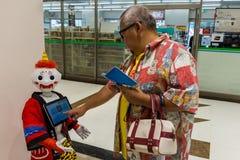 Peperrobot in traditioneel Japans kostuum stock fotografie