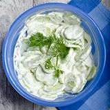 Pepino com salada do aneto Imagens de Stock