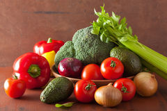 Pepino saudável dos brócolis da cebola do abacate do tomate dos vegetais Fotos de Stock