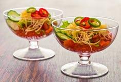 Pepino, tomate, queijo e romã do vegetal de salada Foto de Stock
