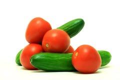 Pepinos com tomates Fotografia de Stock