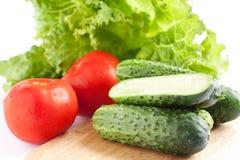 Pepinos verdes frescos e tomate vermelho Imagens de Stock Royalty Free