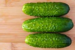 Pepinos verdes, vegetais do verão Imagem de Stock