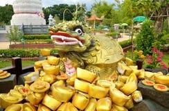 Pepita antiga do lingote da estátua e de ouro do chinês tradicional Fotos de Stock Royalty Free