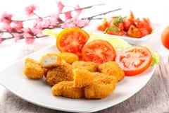 Pepitas de galinha no prato Fotos de Stock