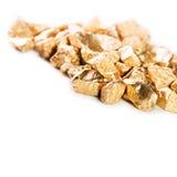 Pepitas de oro en el fondo blanco fotografía de archivo libre de regalías