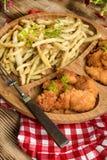 Pepitas de pollo con las habas amarillas Fotografía de archivo