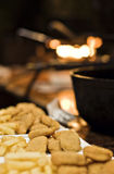 Pepitas e batatas fritas de galinha Foto de Stock Royalty Free