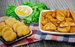 Pepitas y patata fritas Fotos de archivo libres de regalías