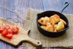 Pepite di pollo al forno del forno immagini stock libere da diritti
