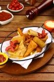 Pepite di pollo miste, patate fritte e salsiccie Immagine Stock Libera da Diritti