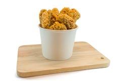 Pepite di pollo in scatole di carta e nel heab Fotografia Stock