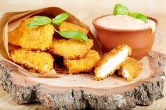 Pepite e salsa di pollo Fotografia Stock Libera da Diritti