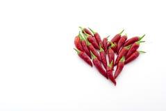 Peppar för röd chili i ett hjärtabildande Royaltyfri Foto
